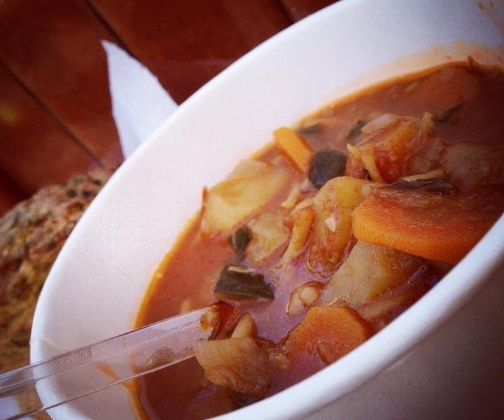Csipkebogyós minestrone leves
